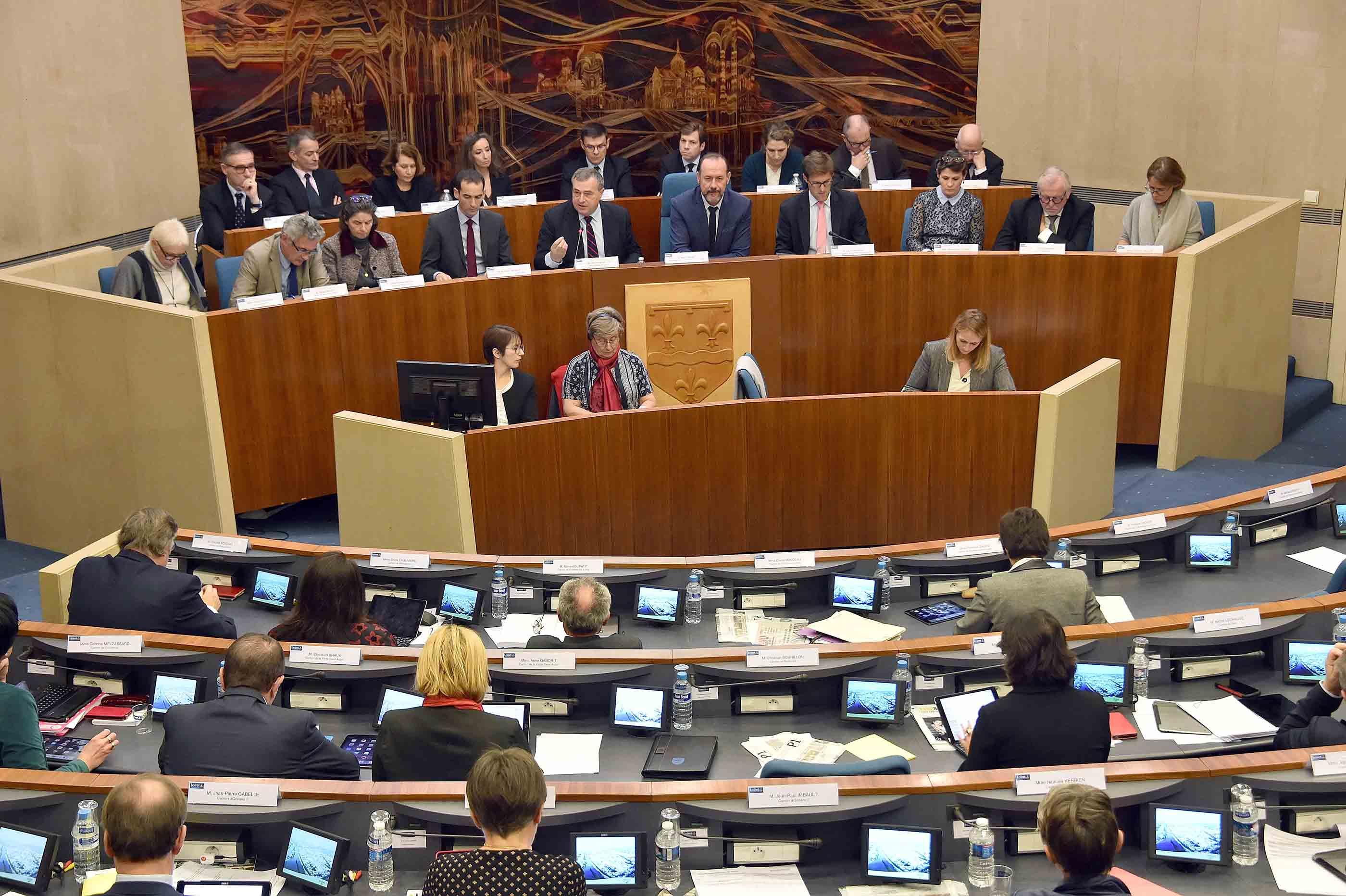 af7604c6699 Les conseillers départementaux réunis en session