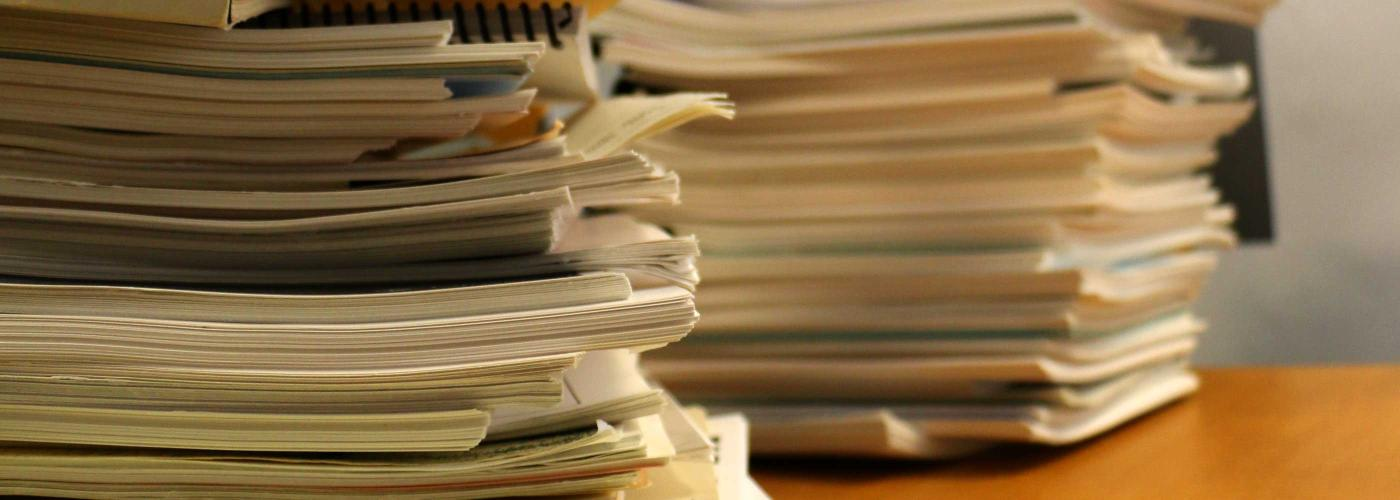 Piles de documents administraifs